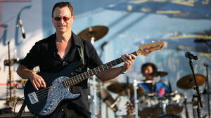 gary_sinise_on_stage_1_crop_0