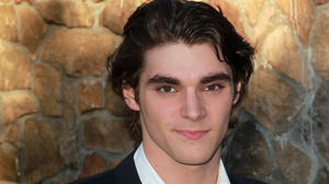 rj-mitte-2012-saturn-awards-01